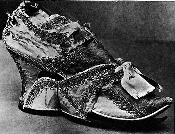 Туфля и галоша  эпохи рококо.